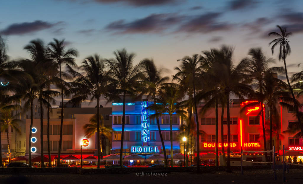 Neon signs on ocean drive Best Miami Beach Photography Spots