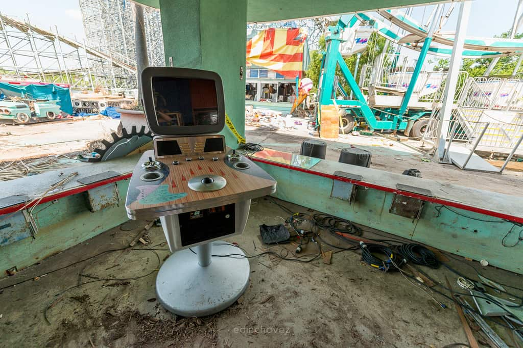 Abandoned Six Flags New Orleans-13