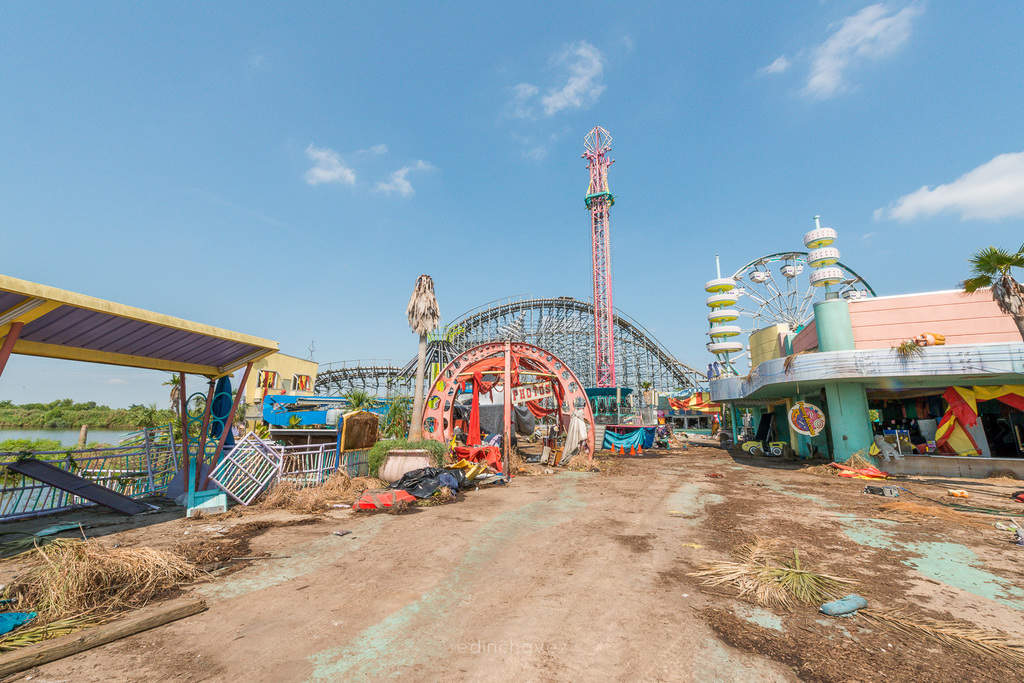 Abandoned Six Flags New Orleans-16