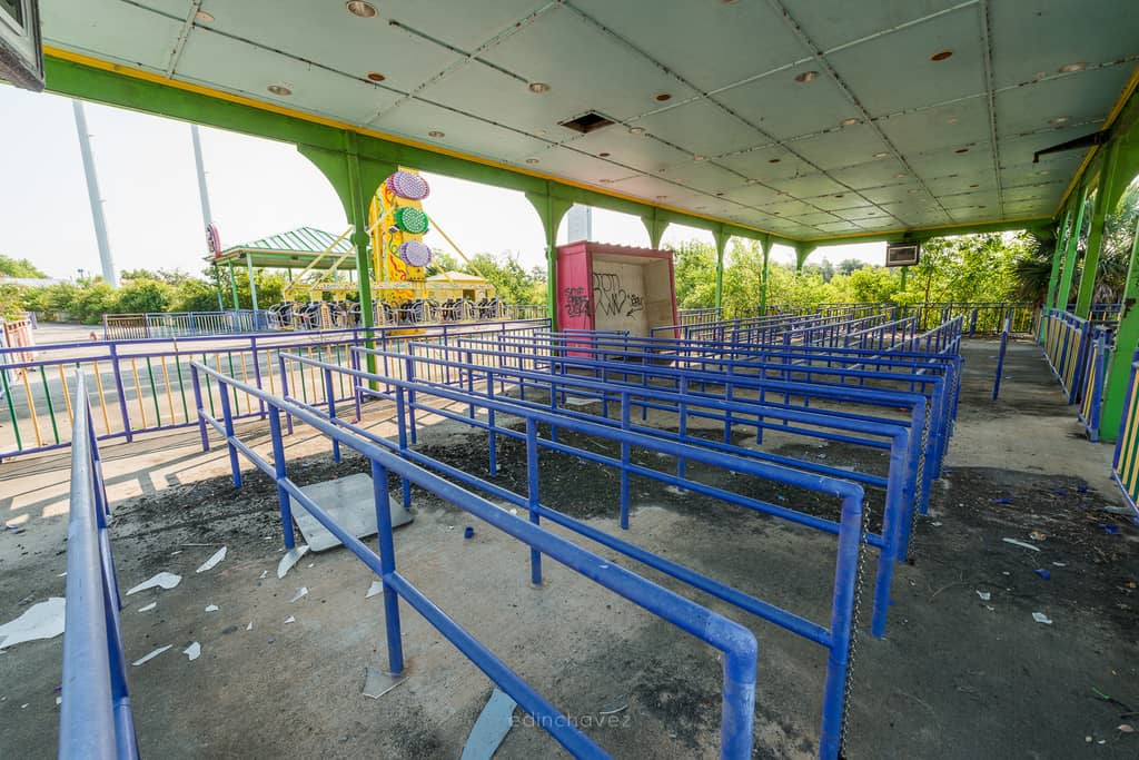Abandoned Six Flags New Orleans-100