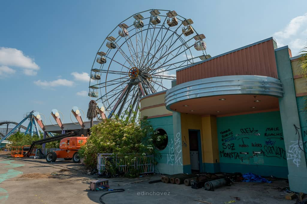 Abandoned Six Flags New Orleans-19