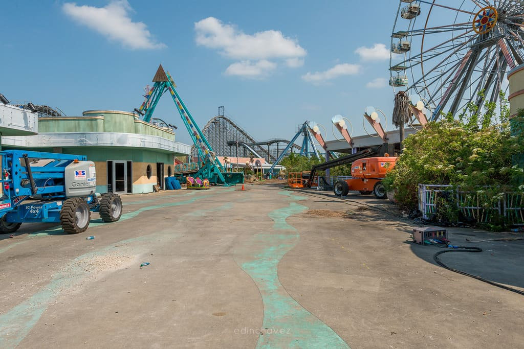 Abandoned Six Flags New Orleans-20