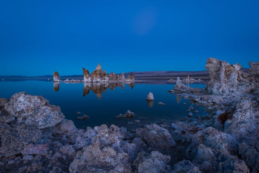 best photos of mono lake at sunset