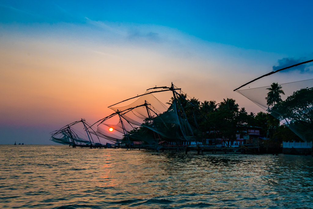 fort kochi sunset over the fishing nets, place in india where the sunsets over the fishing nets